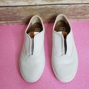Frye Maya CVO Slip-On women's shoes - white